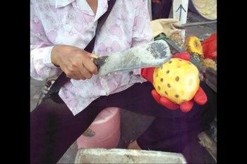 File:Preparing pineapple - 01.ogv
