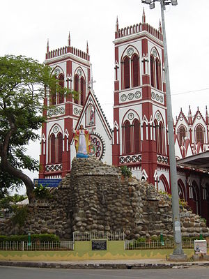 Basilica of the Sacred Heart of Jesus, Pondicherry - Image: Puducherry Sacred Heart Cathedral 2