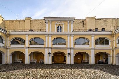 https://upload.wikimedia.org/wikipedia/commons/thumb/c/c4/Pushkin_Apartment_Museum_SPB_06.jpg/408px-Pushkin_Apartment_Museum_SPB_06.jpg