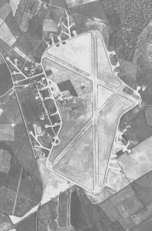 Development history of Silverstone Circuit - Aerial view of RAF Silverstone in 1945