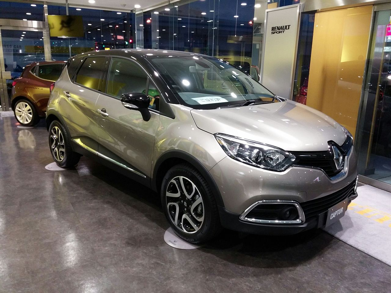 file renault captur first anniversary edition jpn wikimedia commons. Black Bedroom Furniture Sets. Home Design Ideas