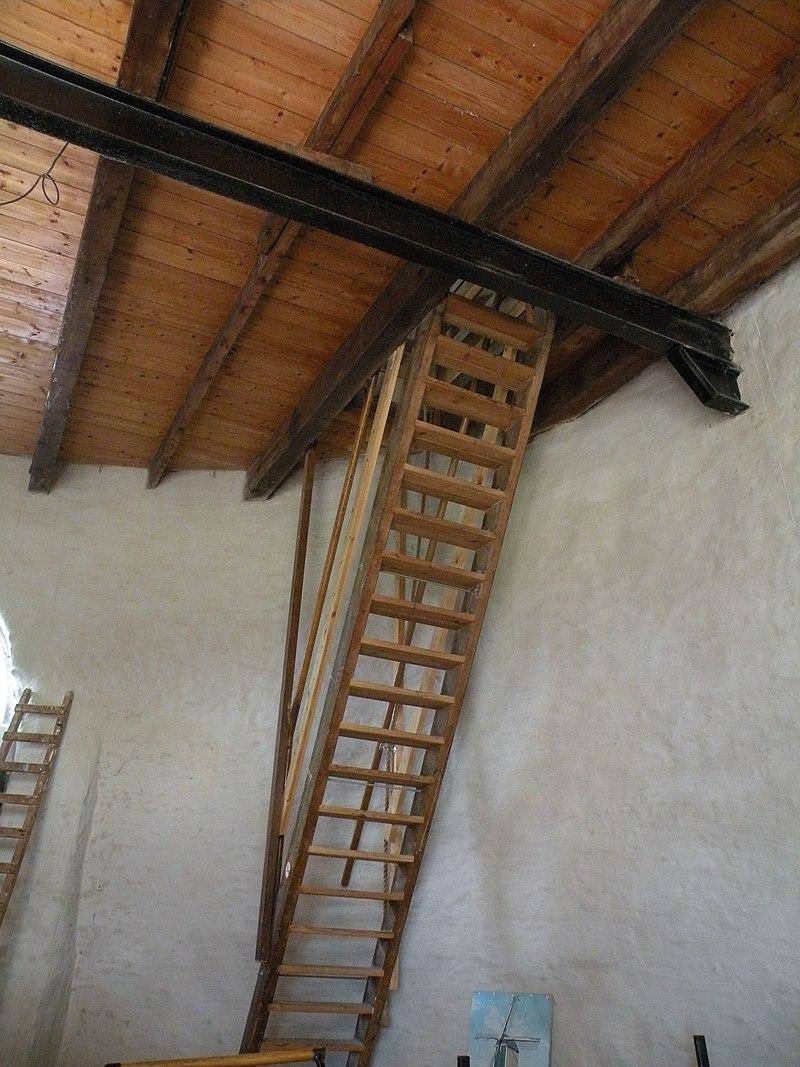 De prins van oranje in buren monument - Binnen trap ...