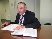 Rabbi Rakeffet Photo.jpg