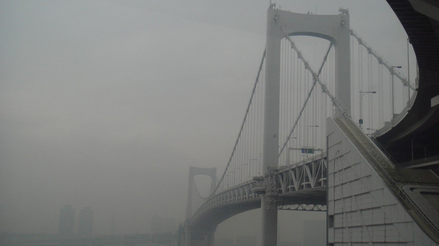 Rainbow Bridge of Tokyo in the rain 03.jpg