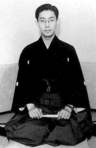 Ichikawa Raizō VIII - Commemorative photo of Ichikawa Raizō VIII on the day of his adoption by Ichikawa Jukai III in April, 1951