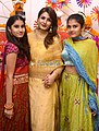 Raveena Tandon snapped with daughter for Dussehra celebration (05).jpg