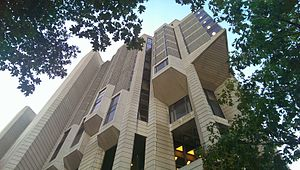 Robarts Library - Front view of Robarts Library