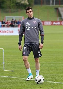 Robert Lewandowski Training 2017-05 FC Bayern Muenchen-1