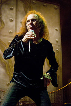Ronnie James Dio in concerto nel 2009