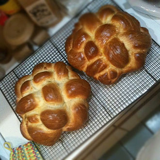 Eastern world - Image: Round Challah (8290135852)