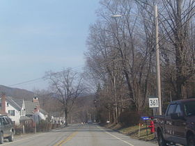 La route 361 traversant Sharon.