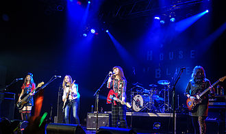 Scandal (Japanese band) - Scandal at the House of Blues in Anaheim, California, 2015. From left to right: Tomomi, Haruna, Rina, Mami