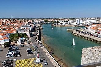 Les Sables-d'Olonne - Image: Sables Olonne entree port 1