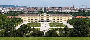 Vienna - Image: Schloss Schönbrunn Wien 2014 (Zuschnitt 1)