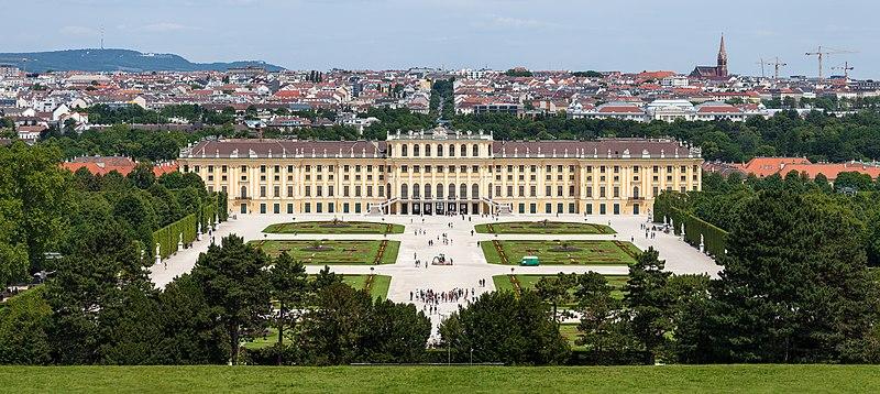 Schloss Sch%C3%B6nbrunn Wien 2014 (Zuschnitt 1).jpg