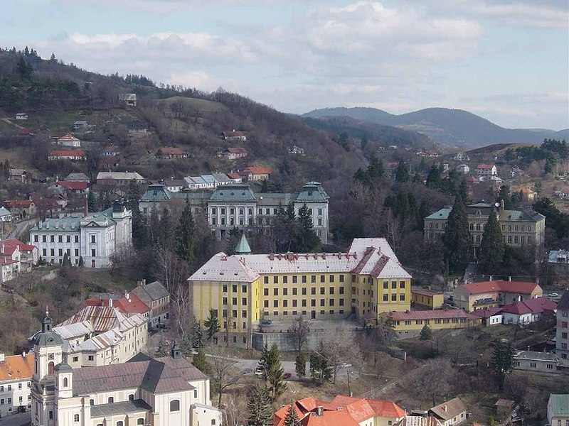 File:Selmecbányai paloták.jpg
