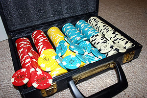 English: A set of poker chips with denominatio...