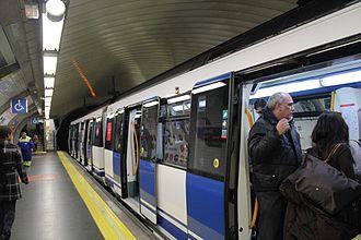 Line 2 (Madrid Metro) - Image: Sevilla station