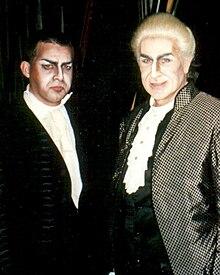 Sherril Milnes (Scarpia, dekstra) kaj Roberti (maldekstre), Festival Puccini, Torre del Lago (1997).jpg