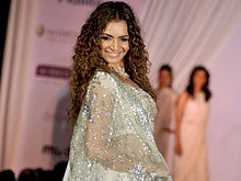 Shweta kawatra walks ramp.jpg