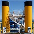 Simmetria gialla nello stretto di Messina - panoramio.jpg