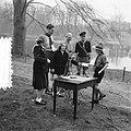 Soestdijk padvindersaktie Heitje voor een karweitje. Prinses Beatrix en Irene be, Bestanddeelnr 905-0519.jpg