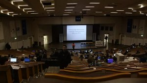 Datei:Speed walk on FOSDEM 2015.webm