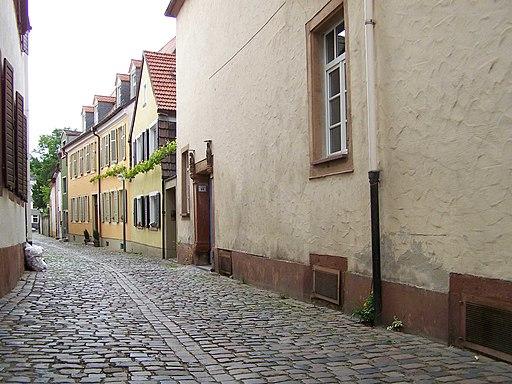 Blick aus der Kleinen Pfaffengasse südwärts in die Judengasse in Speyer