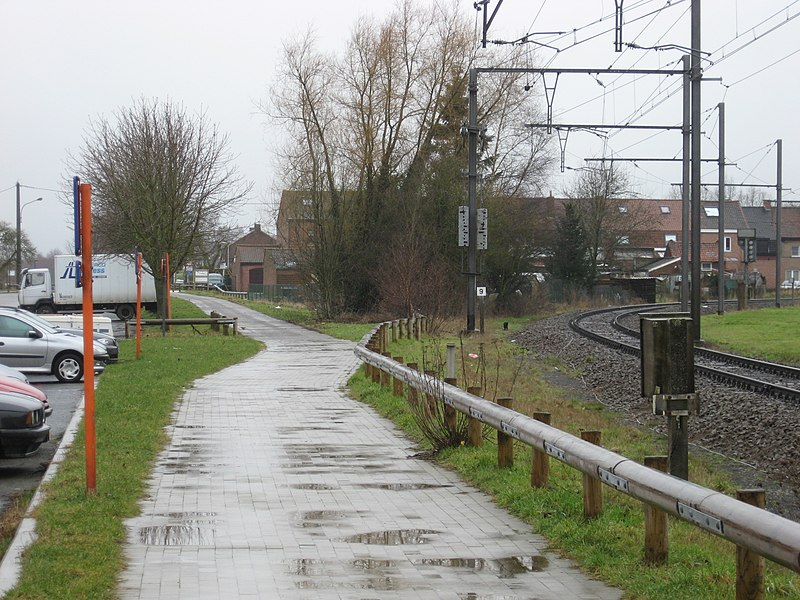 Former railway line 67 to Armentieres converted to a bike-route.