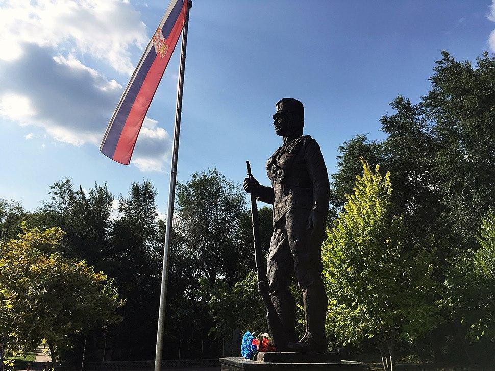 Statue of WW1 heroine Milunka Savić in Inđija3