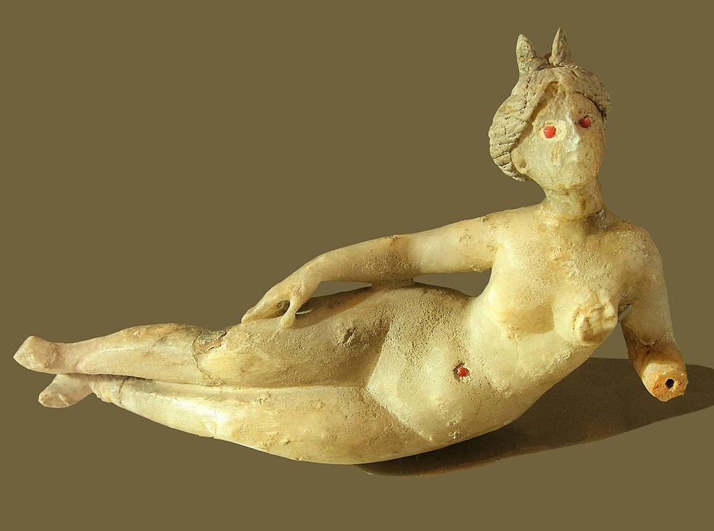 Statuette déesse Louvre.jpg
