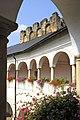 Strassburg Bischofsburg Innenhof Arkaden erster Stock 05092012 604.jpg