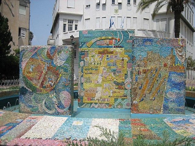 Фонтан с мозаикой Гутмана на ул. Бялика в Тель-Авиве