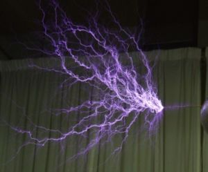 Brush discharge - Closeup of a Tesla coil brush discharge, showing its filamentous nature