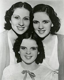 Le sorelle Gumm (Garland) nel 1935, da sinistra Mary Jane, Frances Ethel (Judy) e Dorothy Virginia Gumm