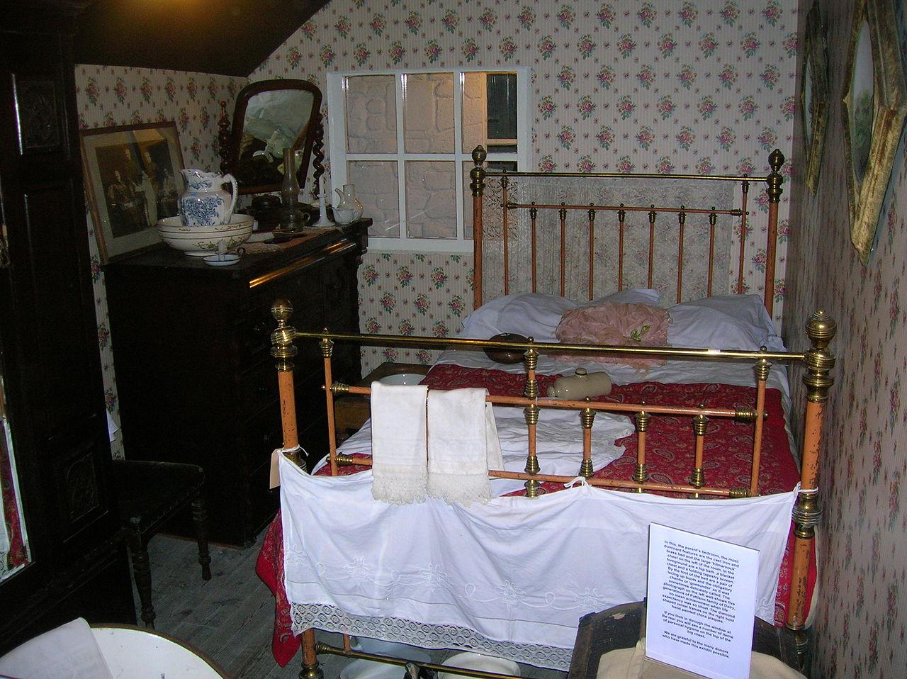 Victorian Bedroom Filethe Victorian Bedroom At Dalgarvenjpg Wikimedia Commons