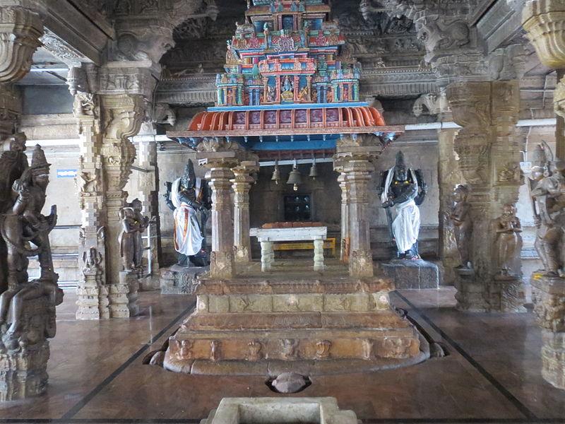 படிமம்:Thiruchengodu Arthanareeswarar Sannidhi-Amai mandapam.jpg