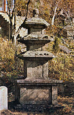 Three-story Stone Pagoda at Maneosa temple in Miryang, Korea.jpg