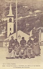Savoyardes brodant à Tignes au début du XXesiècle