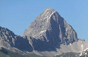 Tinzenhorn as seen from Bargias.jpg