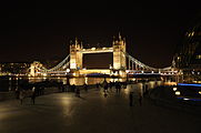 Tower Bridge Nacht.JPG