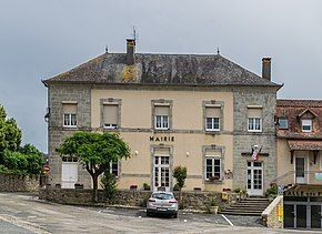 Town hall of Mayrinhac-Lentour.jpg