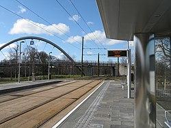 Tram stop at Gogarburn (geograph 3377517).jpg