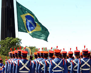 Presidential Guard Battalion (Brazil) - Men of the Presidential Guard Battalion oversee the monthly hoisting ceremony of the Brazilian Flag located in the Three Powers' Square.