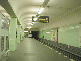 U8 (Berlin U-Bahn) - The sparse Leinestraße station on the U8 line
