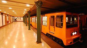 Vörösmarty tér (Budapest Metro) - Image: Underground Budapest M1