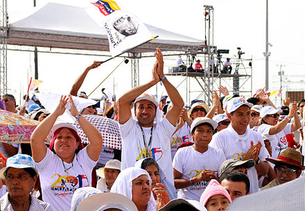 Thousands welcomed Francis in Guayaquil, Ecuador, 6 July 2015 VISITA PAPA FRANCISCO I (19473235041).jpg