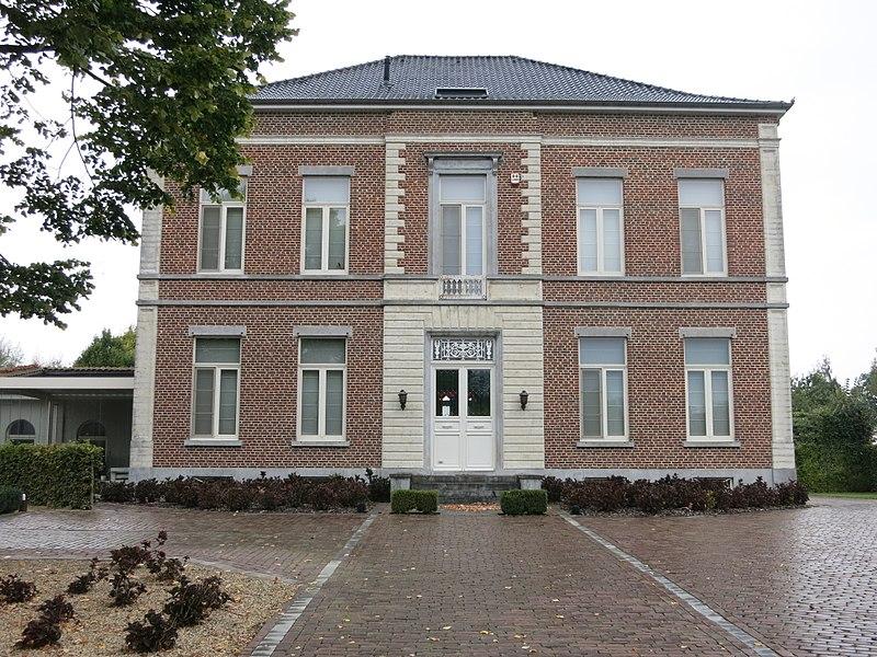 In 1850 gebouwde villa: Overbeekstraat 1 Geetbets