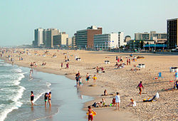 Playa y hoteles en Virginia Beach.