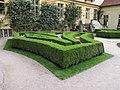 Vrtbovská zahrada, buxus prvního parteru.JPG